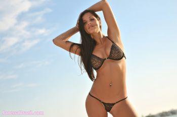 Janessa-Brazil-public-nudity
