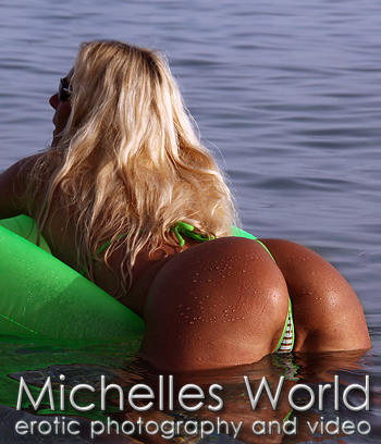 ... quality pics from a shooting in the sea with a transparant micro bikini.