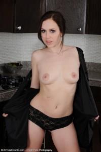 Savannah-Fyre-naked-posing(7)